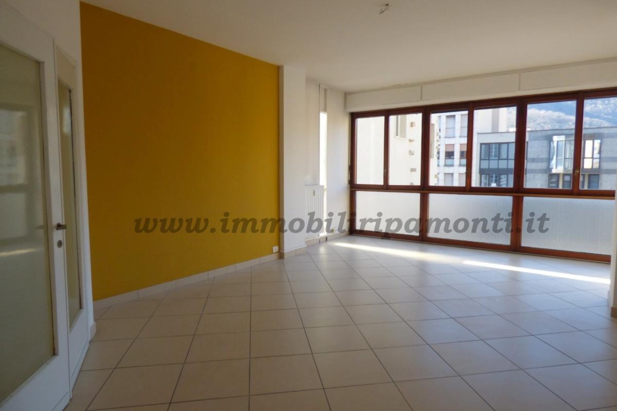 Ufficio diviso in ambienti/locali in affitto - 270 mq