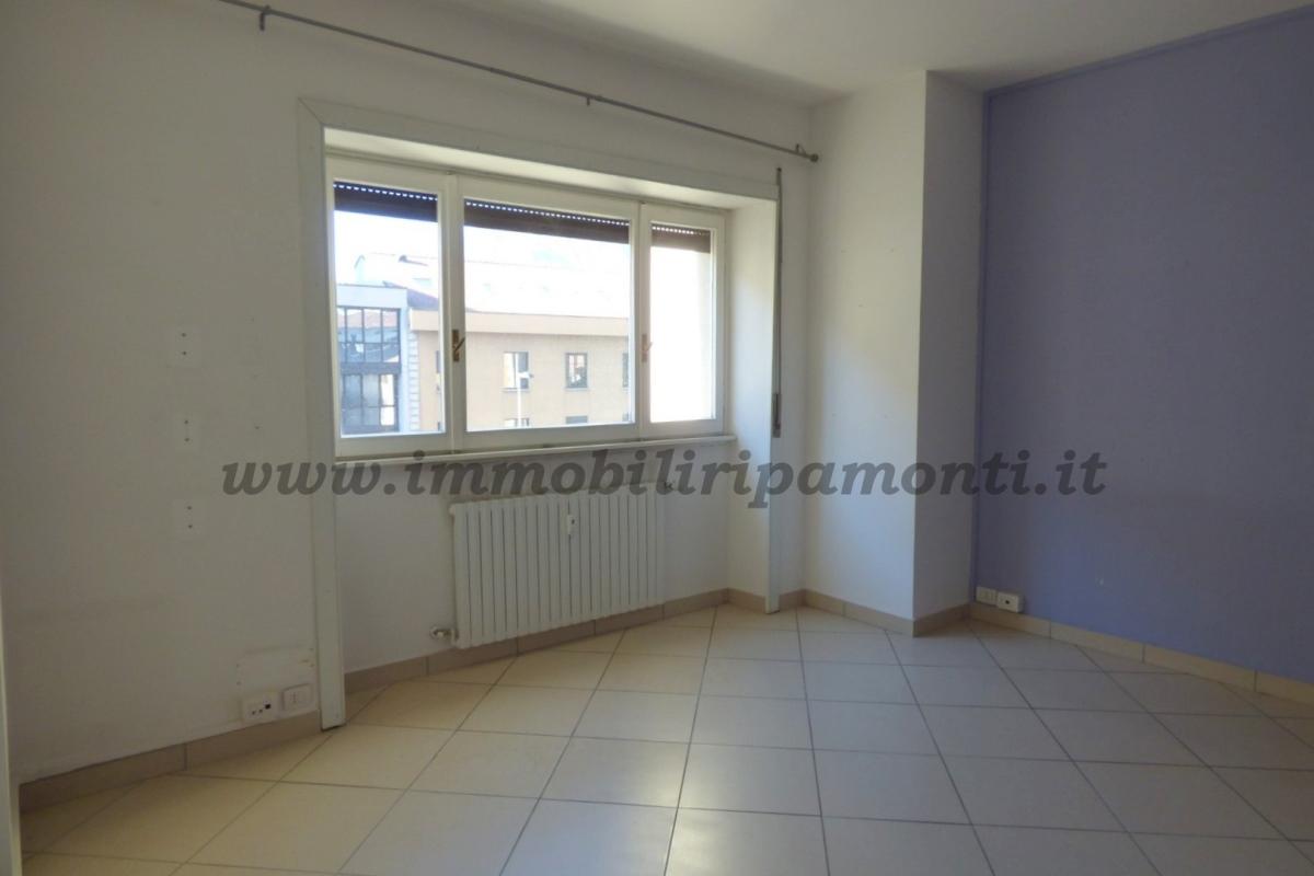 Ufficio diviso in ambienti/locali in affitto - 145 mq