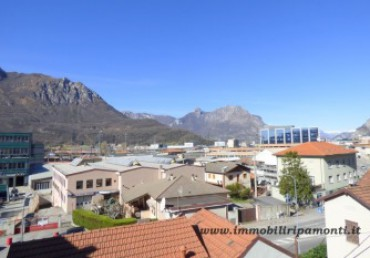 Apartment for sale in Lecco.
